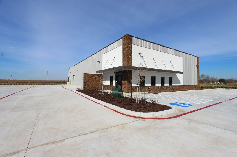 Industrial building For Sale or Lease in Rosenberg, TX